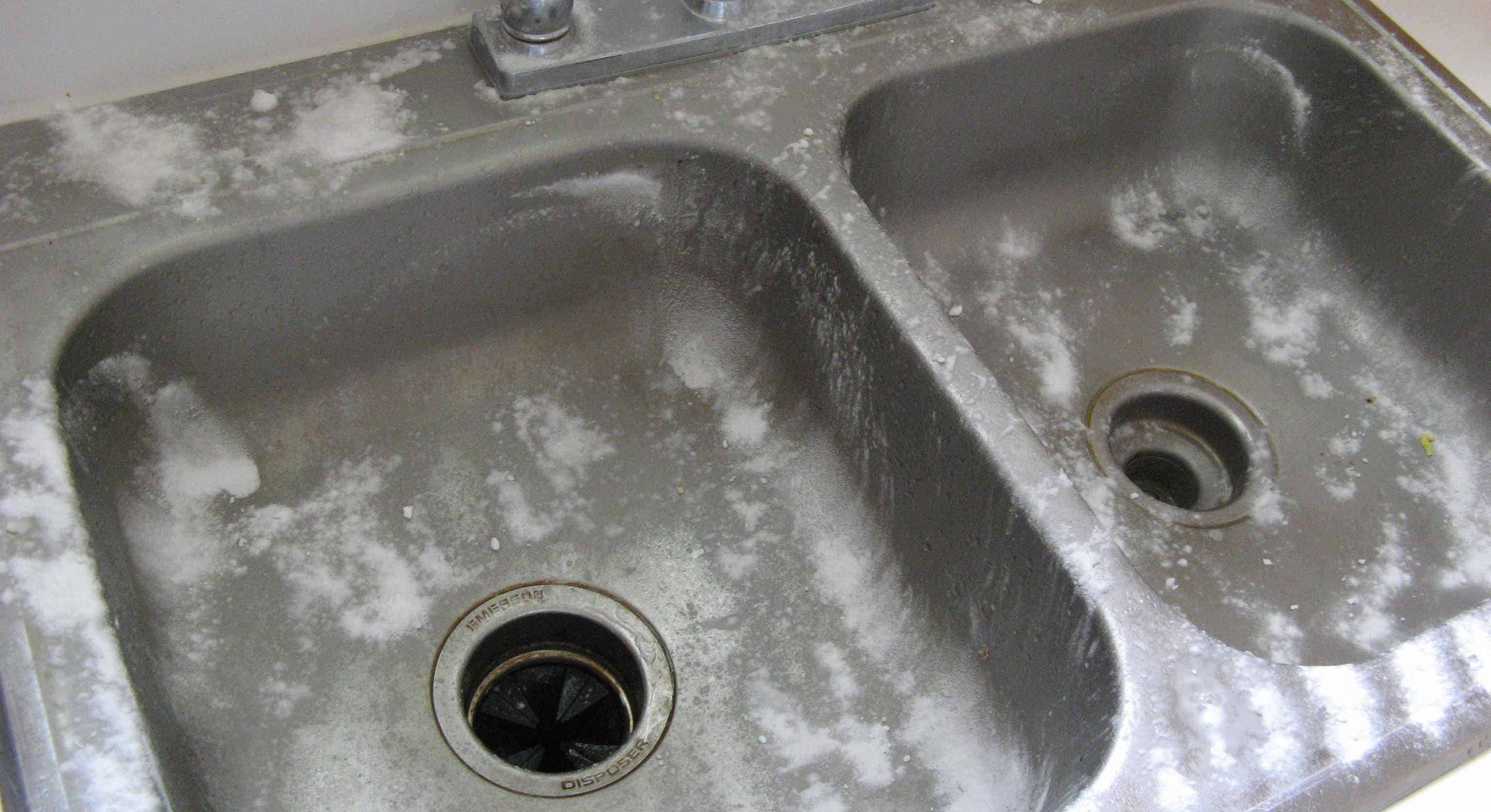 Wash Sink With vinegar and baking soda