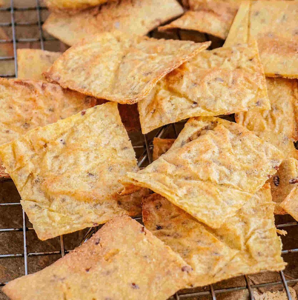 Cauliflower crackers cauliflower chips (vegan gluten free dairy free)