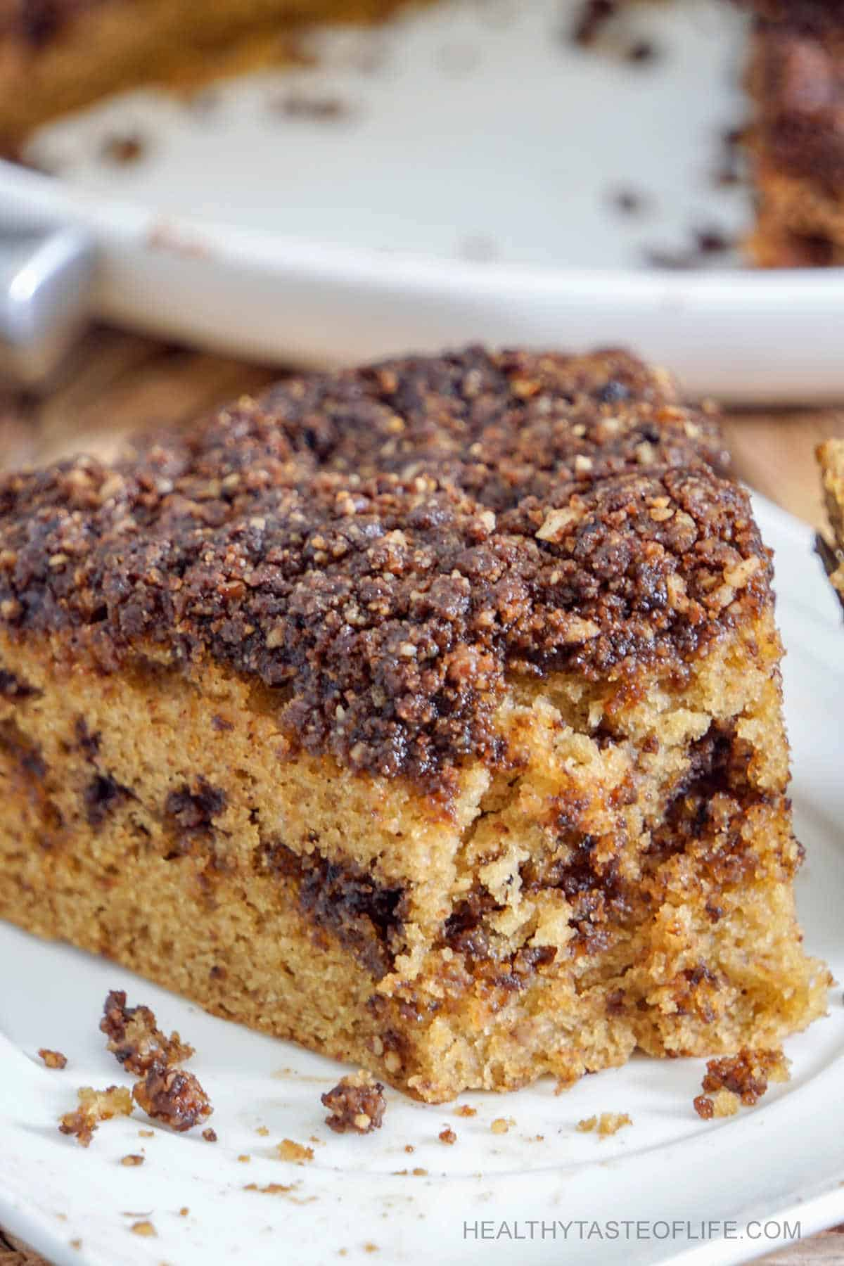 A super moist fluffy gluten free coffee cake with a layer of sweet cinnamon filling baked in the middle and topped with a cinnamon, coffee sweet crumb topping / streusel. No cake mixes, this gluten free coffee cake  is dairy free, no refined sugar, made from scratch and you need about 1 hour from start to finish. #glutenfreecoffeecake #coffeecake #glutenfreedessert #cinnamoncake #dairyfreedessert