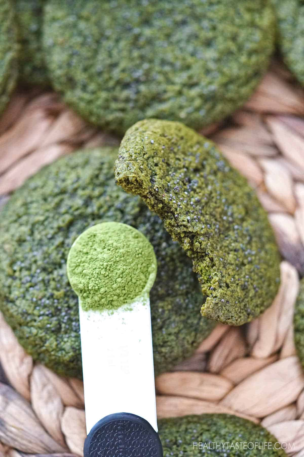 Choose the best matcha powder for making healthy matcha cookies. These vegan matcha cookies are made with ceremonial grade matcha, flax seeds,  gluten free oatmeal, vegan butter and maple sugar: soft and chewy inside and crisp on the outside. #matcha #cookies #healthy #glutenfree #oatmeal #vegan