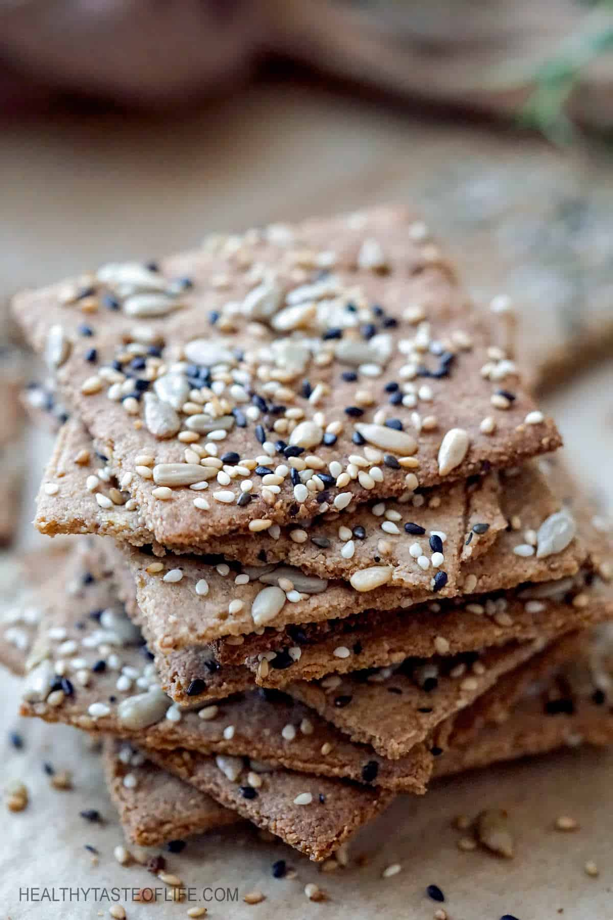 Keto crackers recipe without cheese. These homemade keto low carb crackers are made with healthy fats, a variety of seeds and grain free flour (tigernut or almond flour). These keto crackers recipe is also vegan (dairy free) and easy to make. #keto #crakers #lowcarb #seedcrackers #ketocrackers #vegan