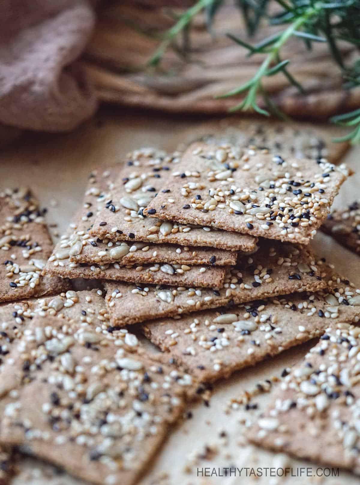 Keto crackers recipe (low carb, vegan, dairy free, nut free, grain free)  with seeds. #keto #lowcarb #crackers