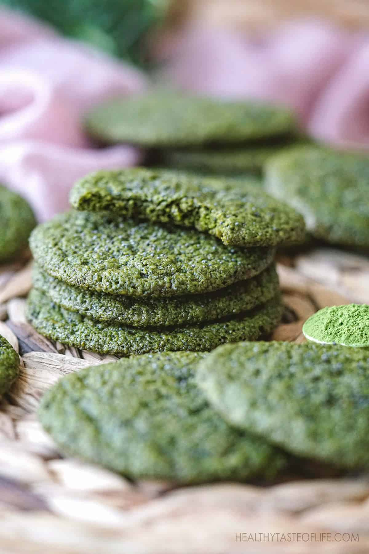 Healthy Vegan Matcha Cookies Recipe - Gluten Free Matcha cookies with oatmeal and seeds. Easy matcha cookie recipe without refined sugar and egg. Chewy, crisp and delicious #matchacookies #recipe #healthy #vegan #glutenfreecookies #matchasugarcookies
