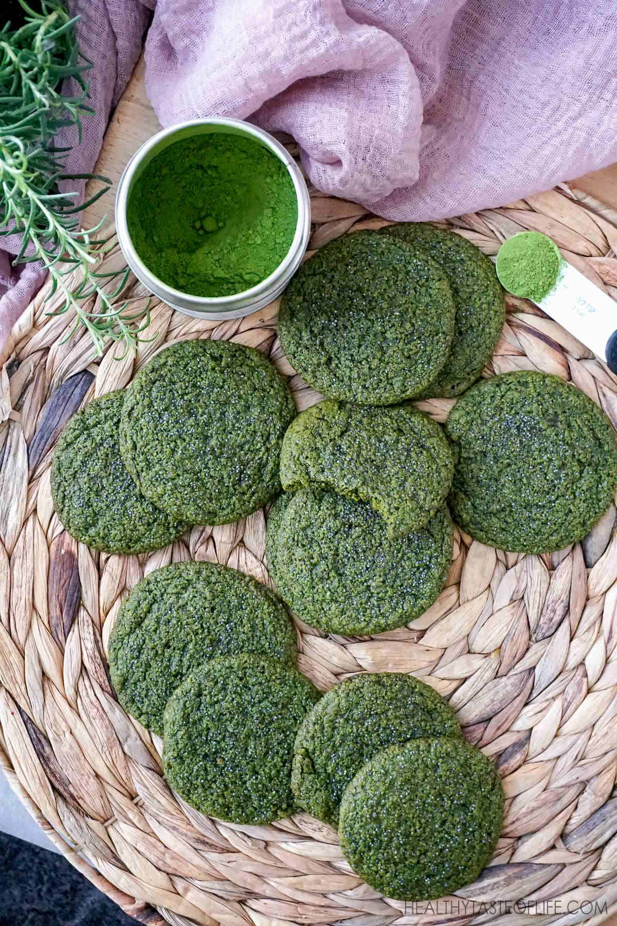 Healthy Matcha Cookies - vegan gluten free matcha cookies recipe with oatmeal and poppy seeds. #healthycookies #matchacookies #vegancookies #glutenfreecookies #matcha