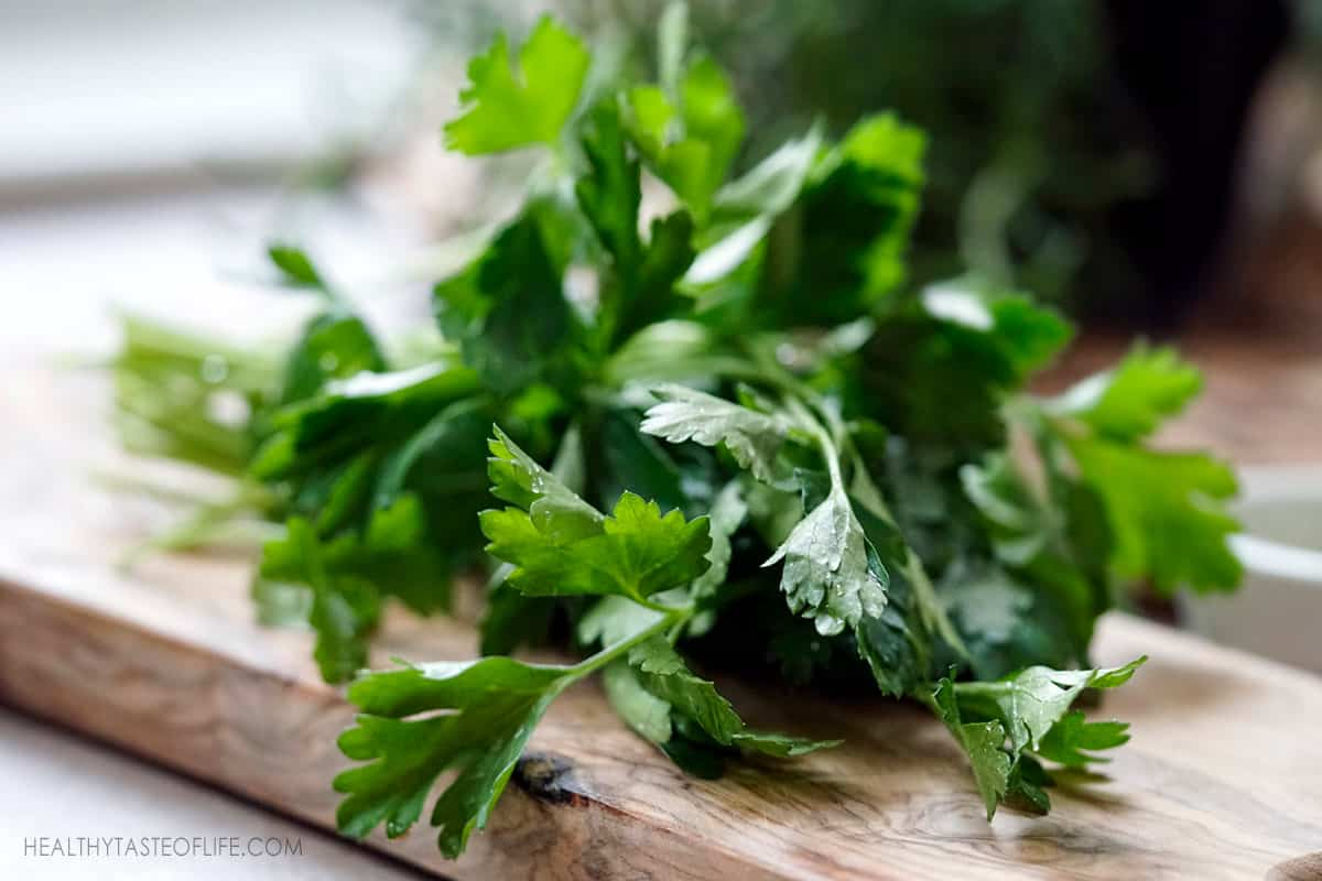 Flat leaf parsley, washed prepared for smoothie
