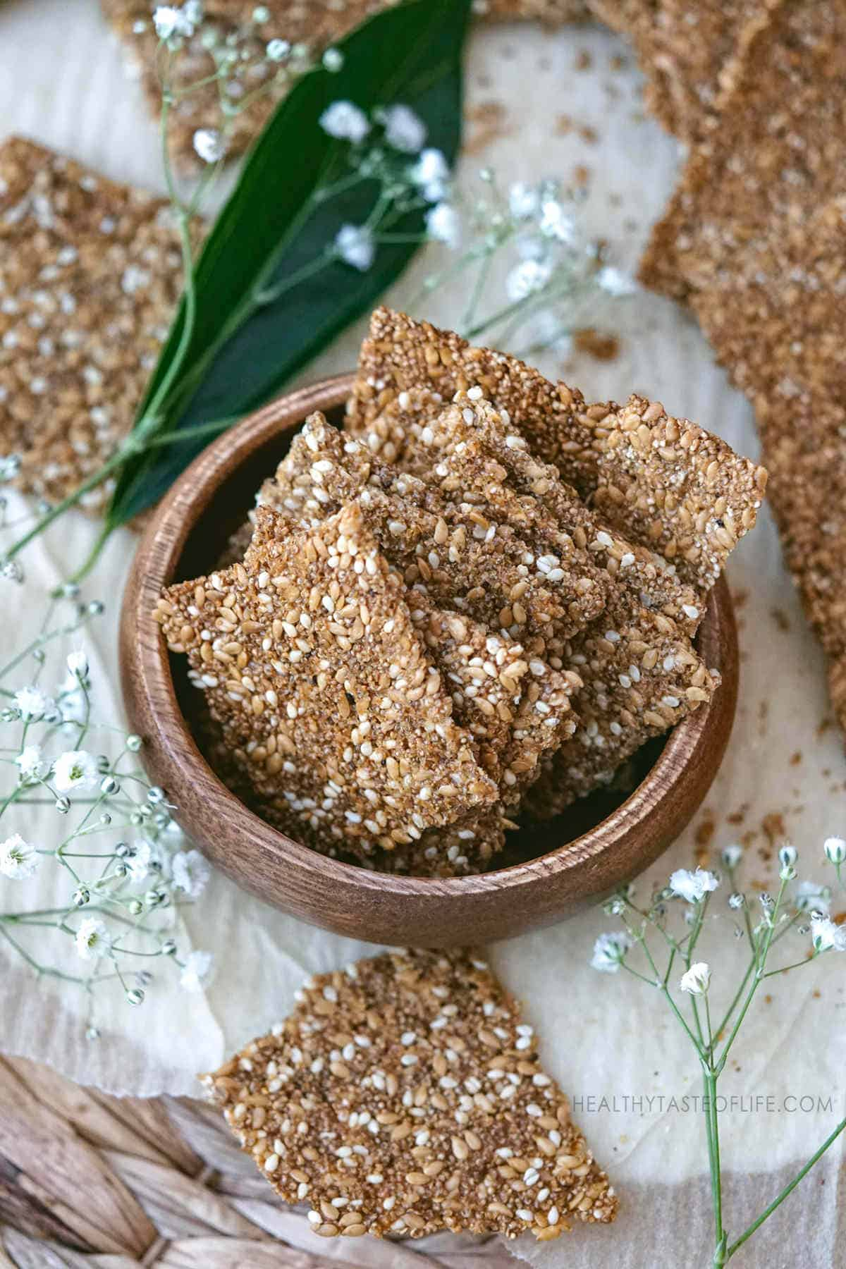 Puffed amaranth crackers with seeds