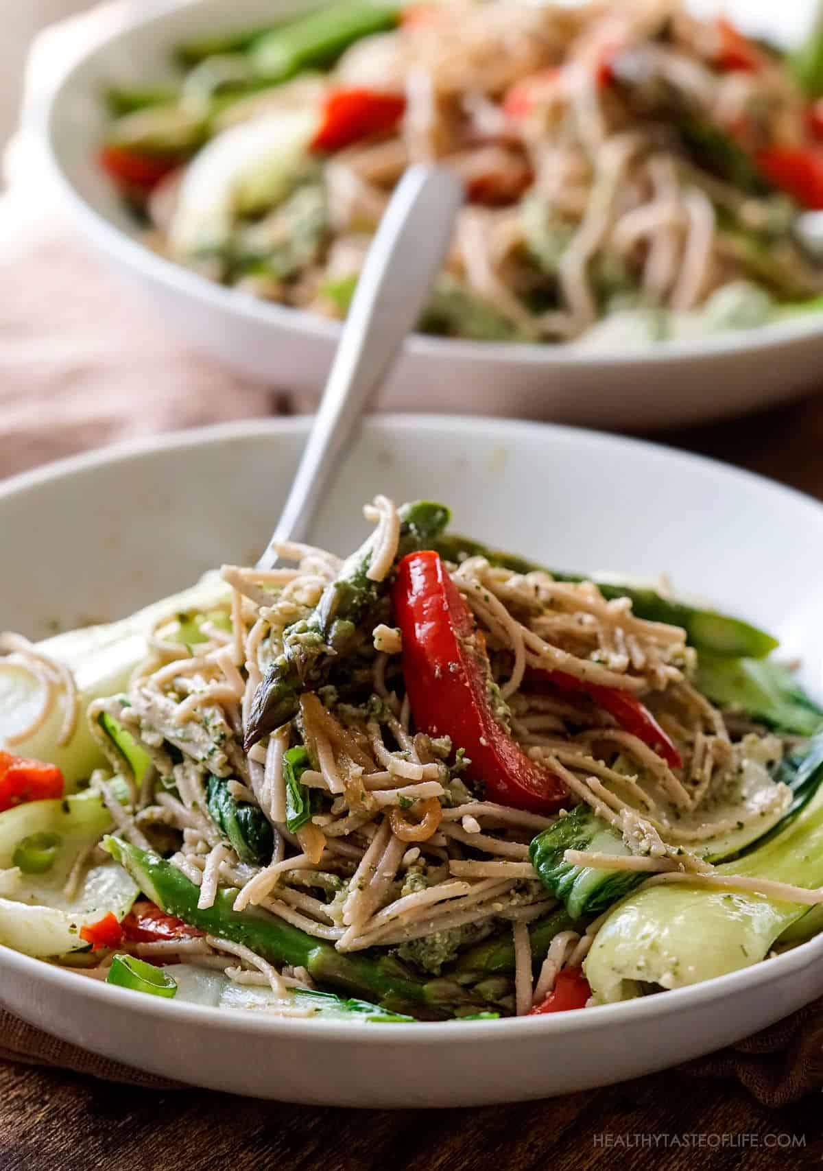 Recipe for buckwheat noodles with fried vegetables and basil pesto sauce with avocado.